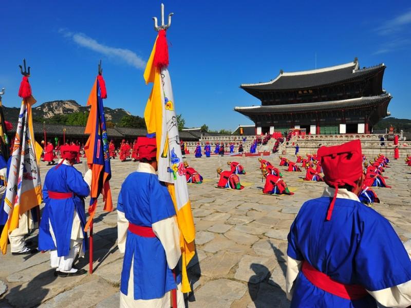 du-lich-han-quoc-gia-re-5-ngay-4-dem-cung-dien-hoang-gia-gyeongbok-min