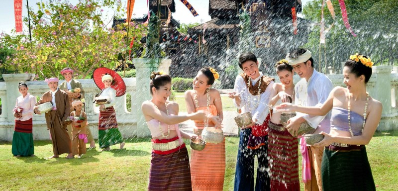 Songkran-Thai-New-Year-Festival-ionetour